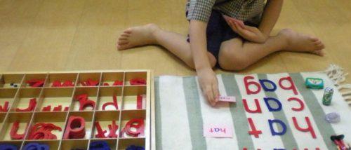 Belajar Membaca untuk Anak Usia Dini Melalui Metode Montessori